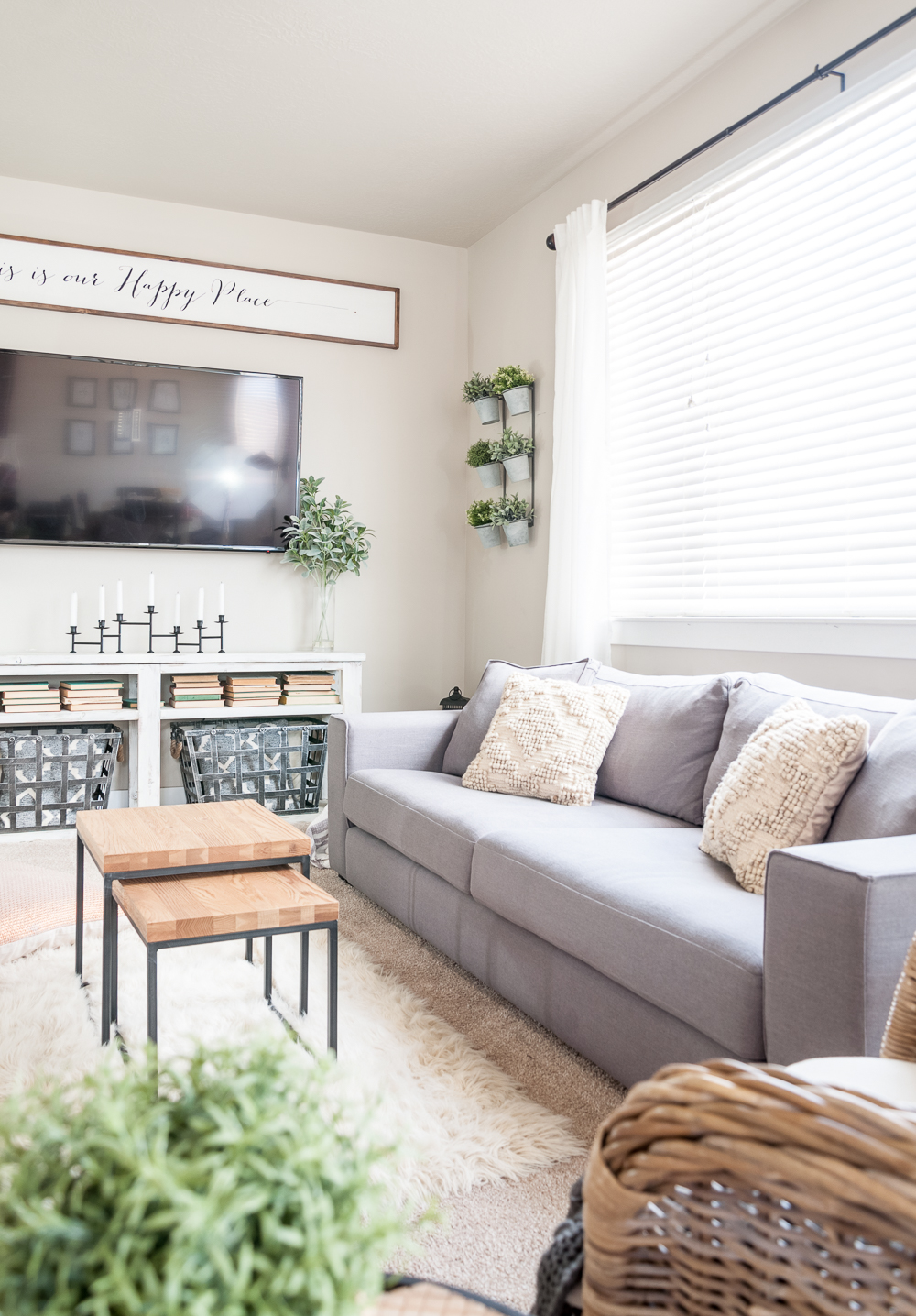 salon minimaliste rangement chaleureux