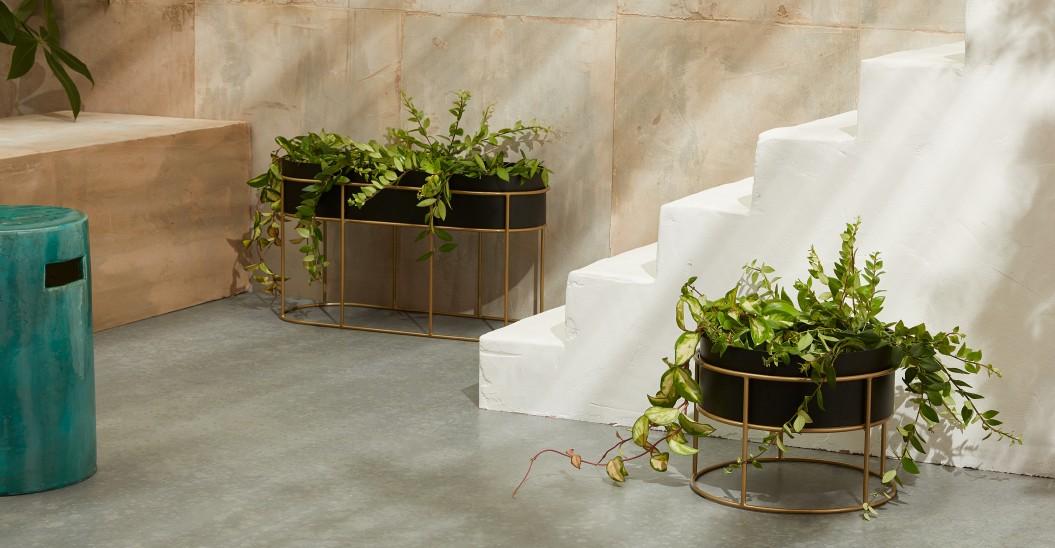 selection deco jardiniere interieure ronde noir et or