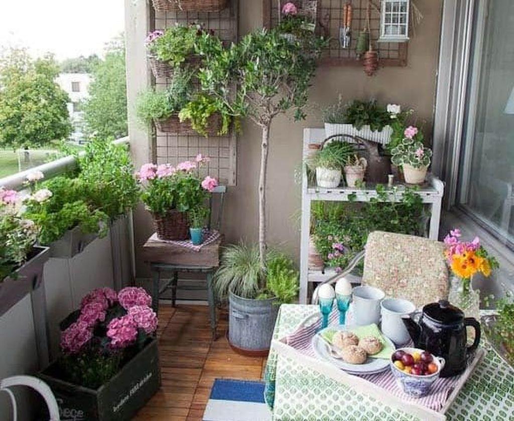 balcon deco petite table plante