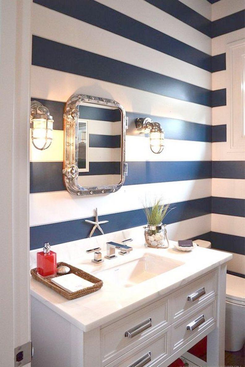 salle de bain bord de mer rayures bleu marine blanc