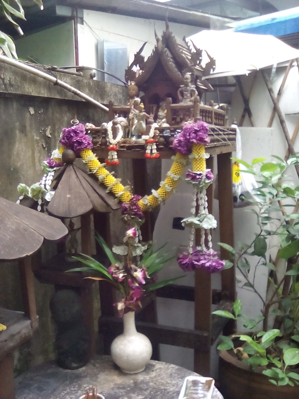 vivre dehors maison des esprits thailande