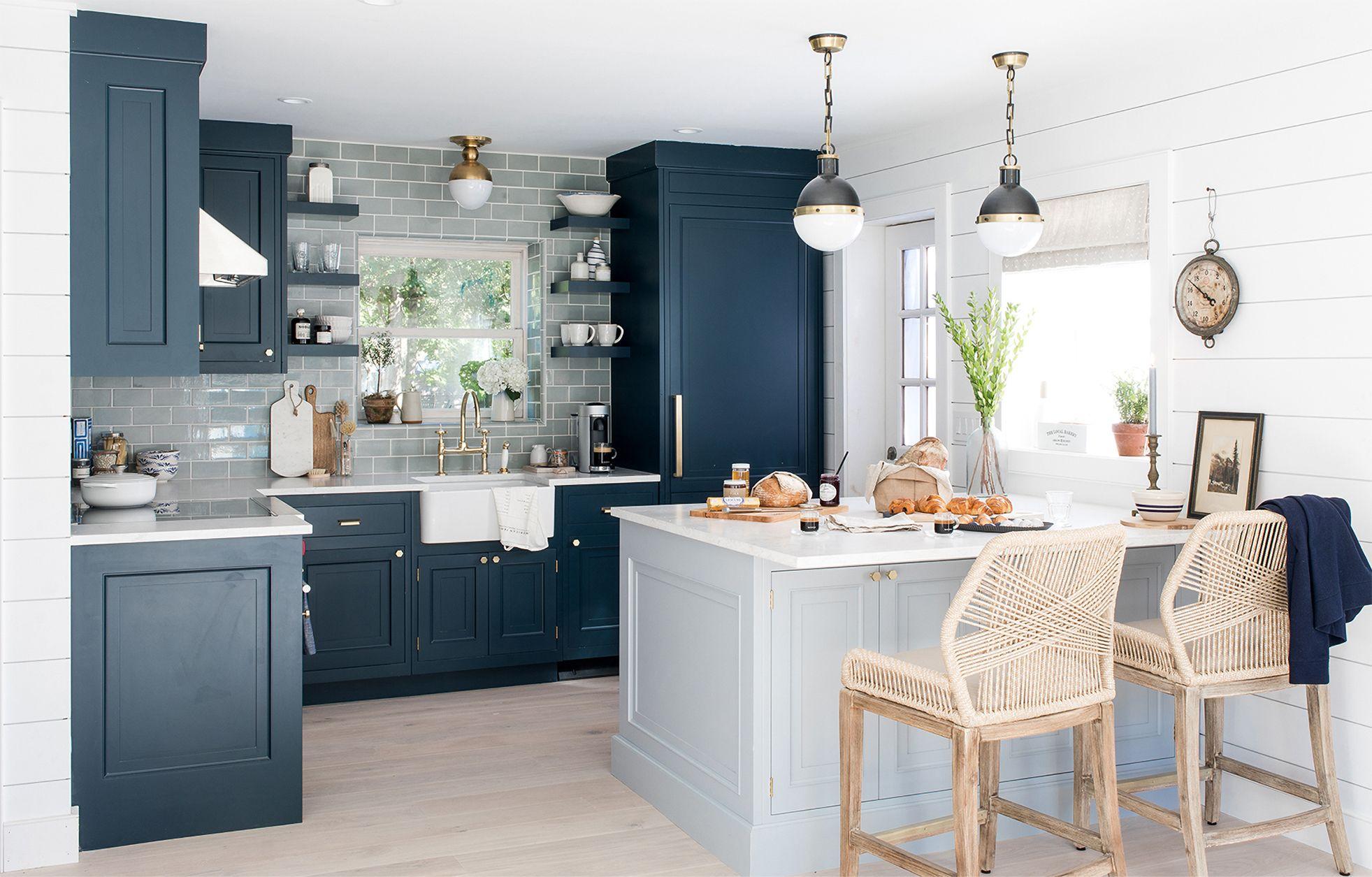 idee cuisine deco bord de mer mobilier bleu fonce