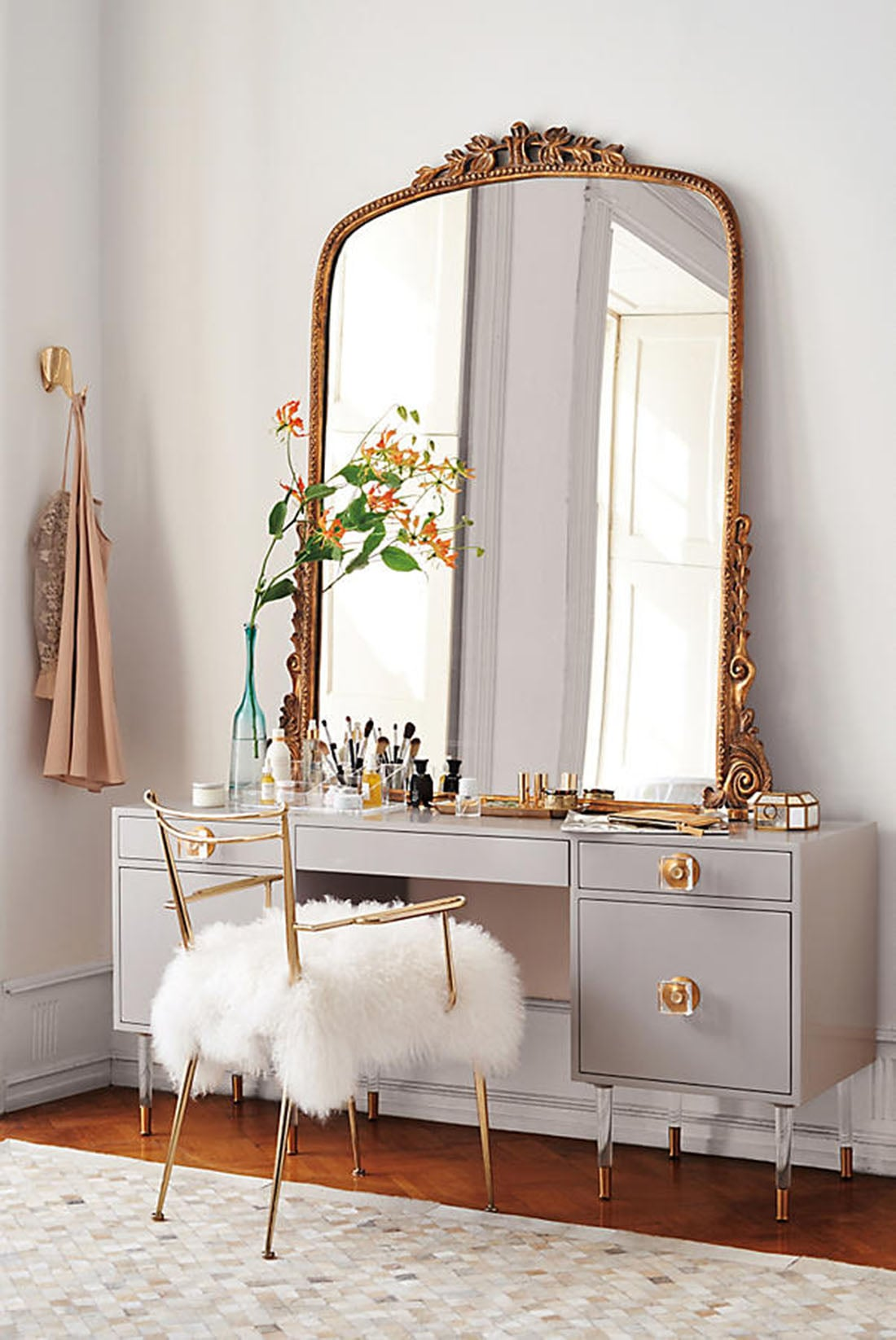 style modern glam coiffeuse chambre