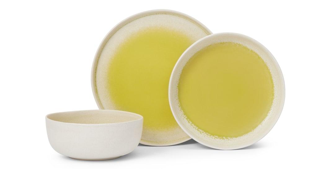 table ete vaisselle couleur jaune