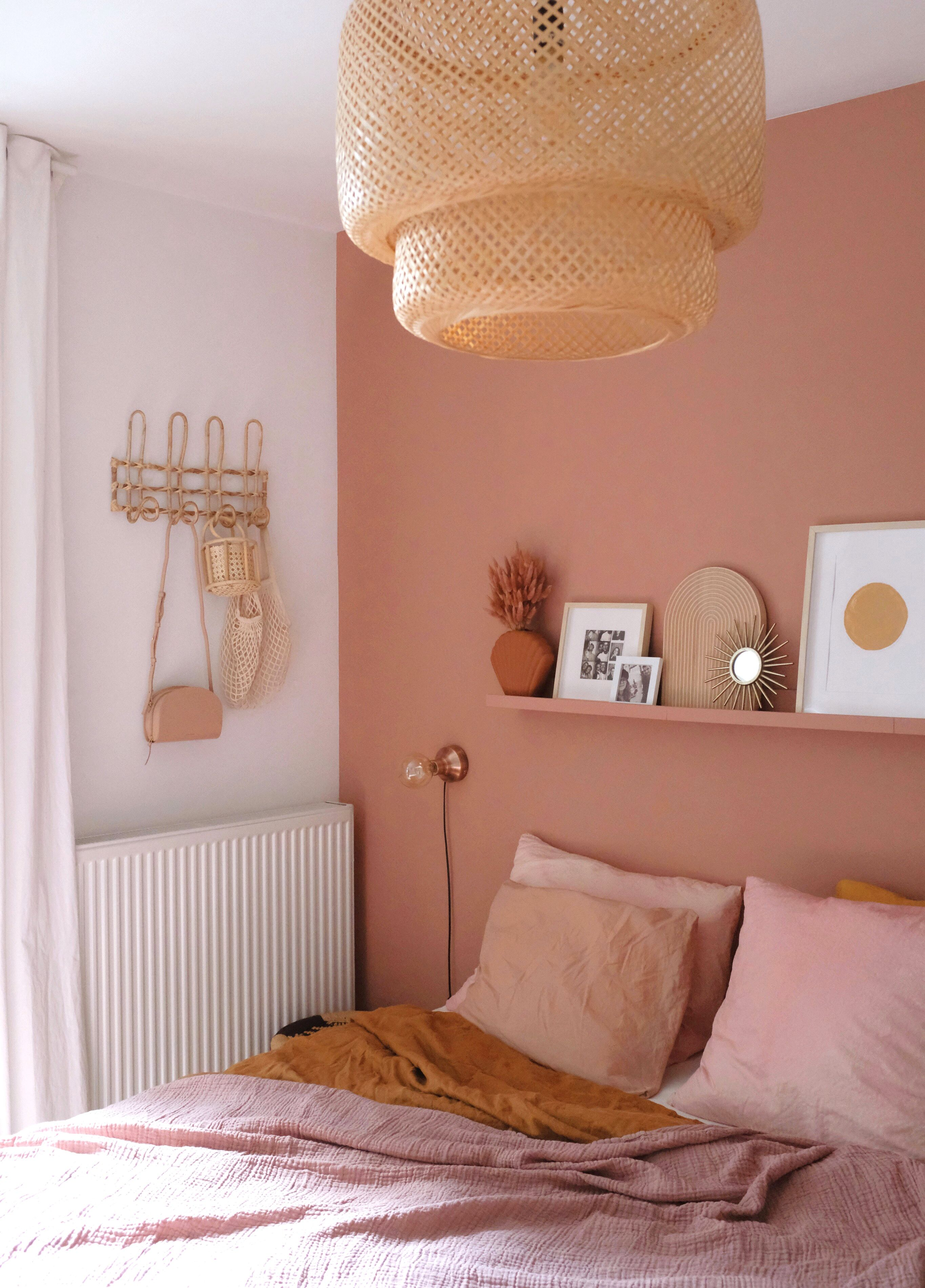 terracotta couleur chambre mur et linge de lit