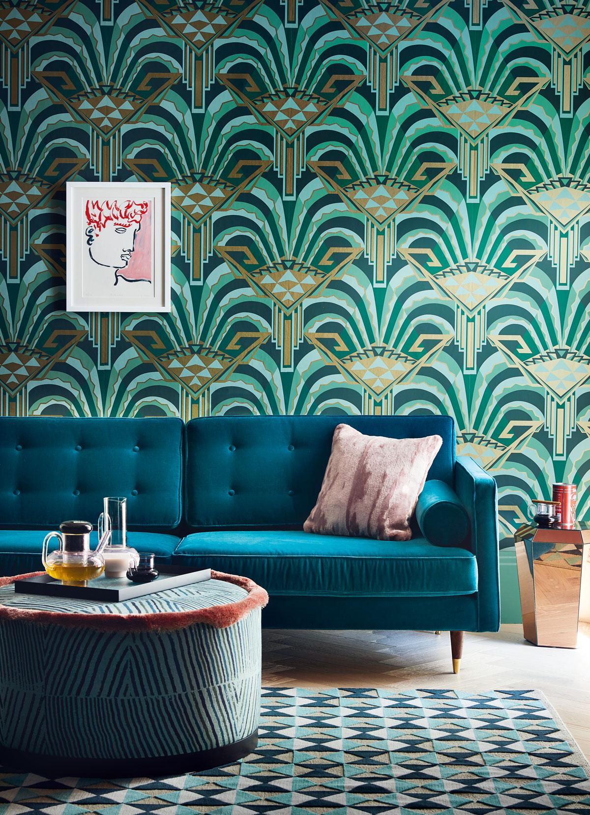 deco mix match papier peint motif art deco canape velours
