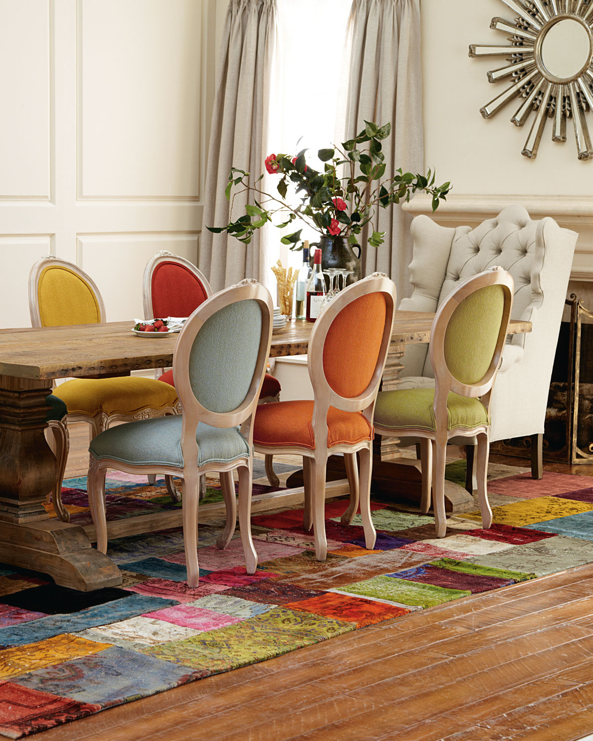 deco mix match salle a manger chaise coloree