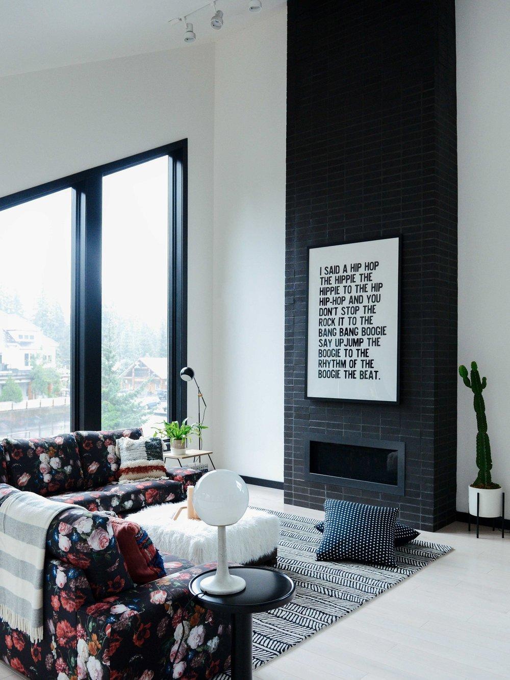 salon rock minimaliste deco cheminee
