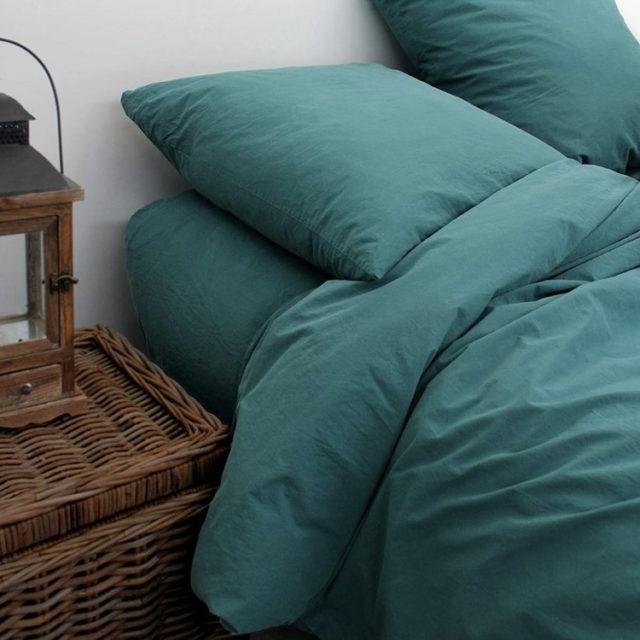 ambiance déco nature chambre linge de lit bleu paon