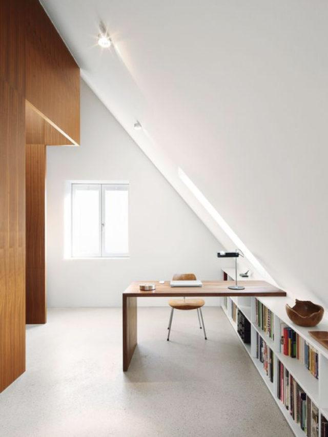 bureau spacieux sous le toit aménagement