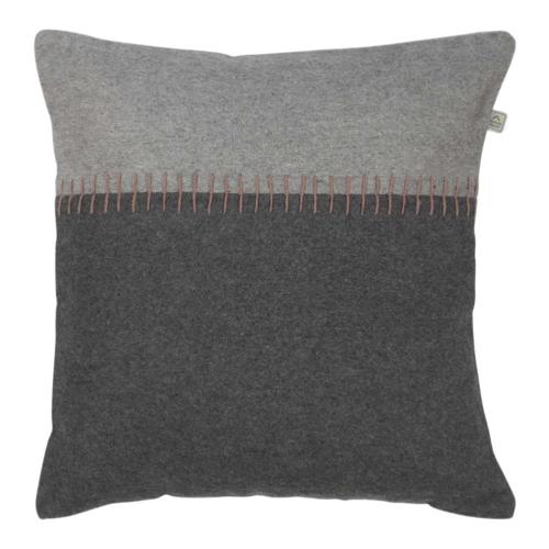 coussin laine feutrée style scandinave cosy