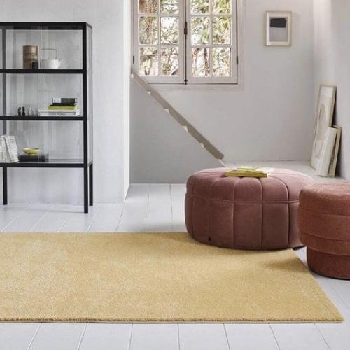 tapis jaune nude
