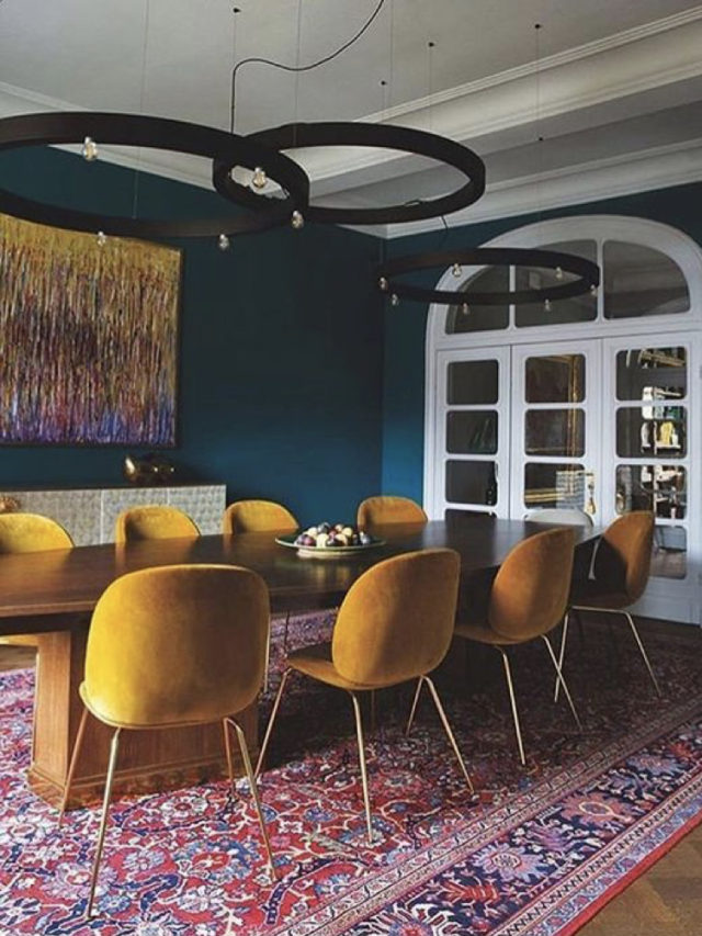 salle a manger classique et chaleureuse bleu et jaune
