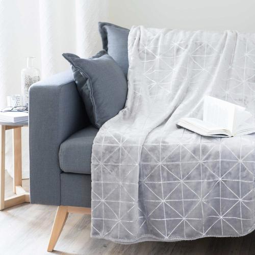 plaid hygge gris et blanc motif geométrique maisons du monde