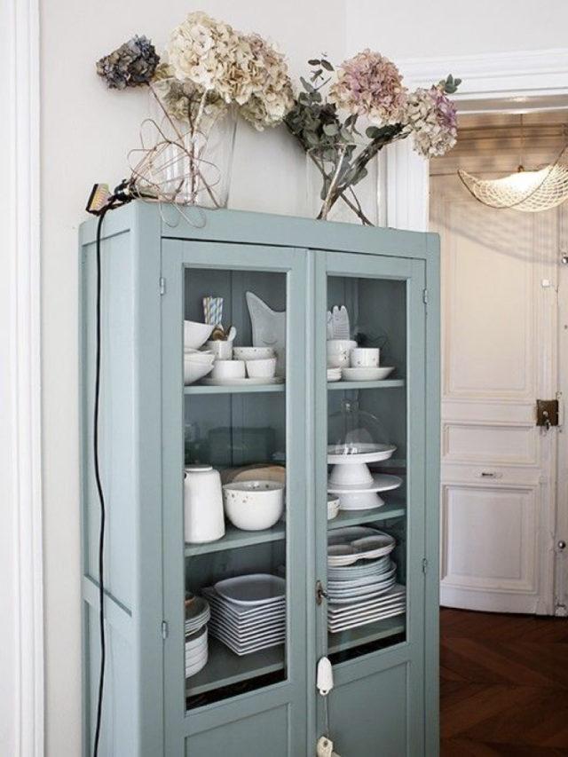 salle a manger classique chic meuble vaisselier vert