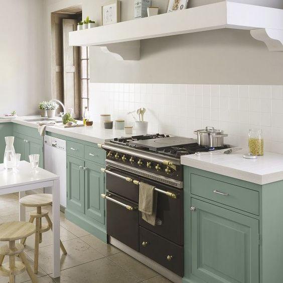 association couleurs vert sauge et blanc cuisine