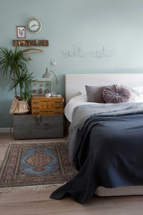 association couleurs vert sauge et bleu pétrole chambre