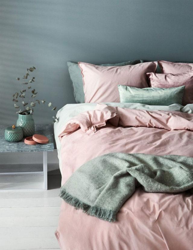 association couleurs vert sauge et rose blush drap chambre