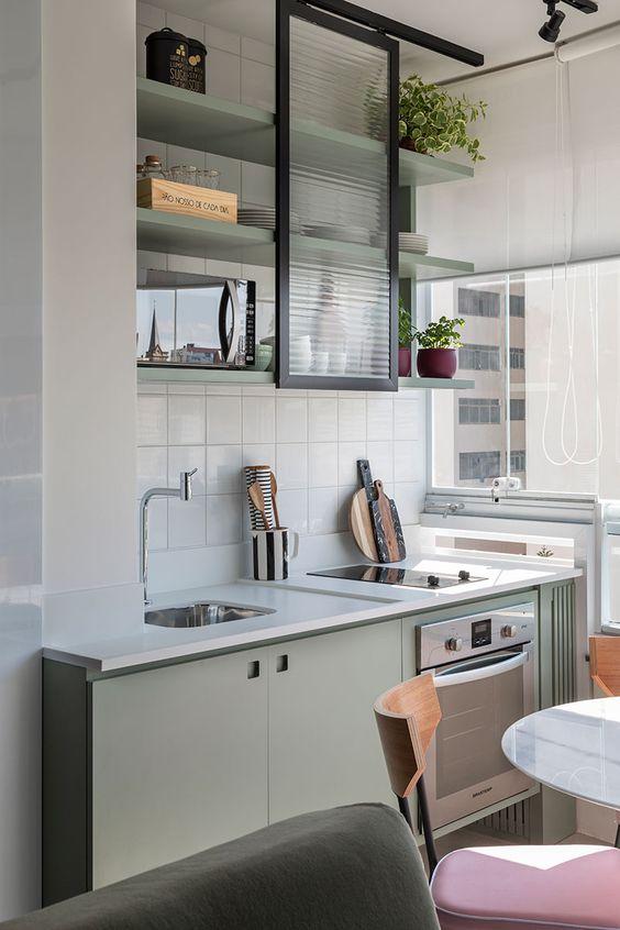 association couleurs vert sauge et noir cuisine détails
