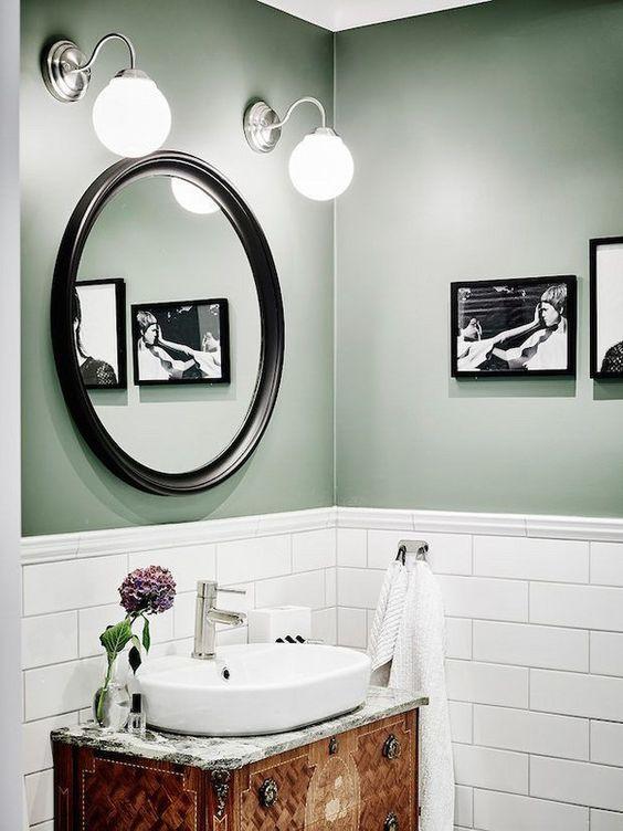 association couleurs vert sauge et noir salle de bain
