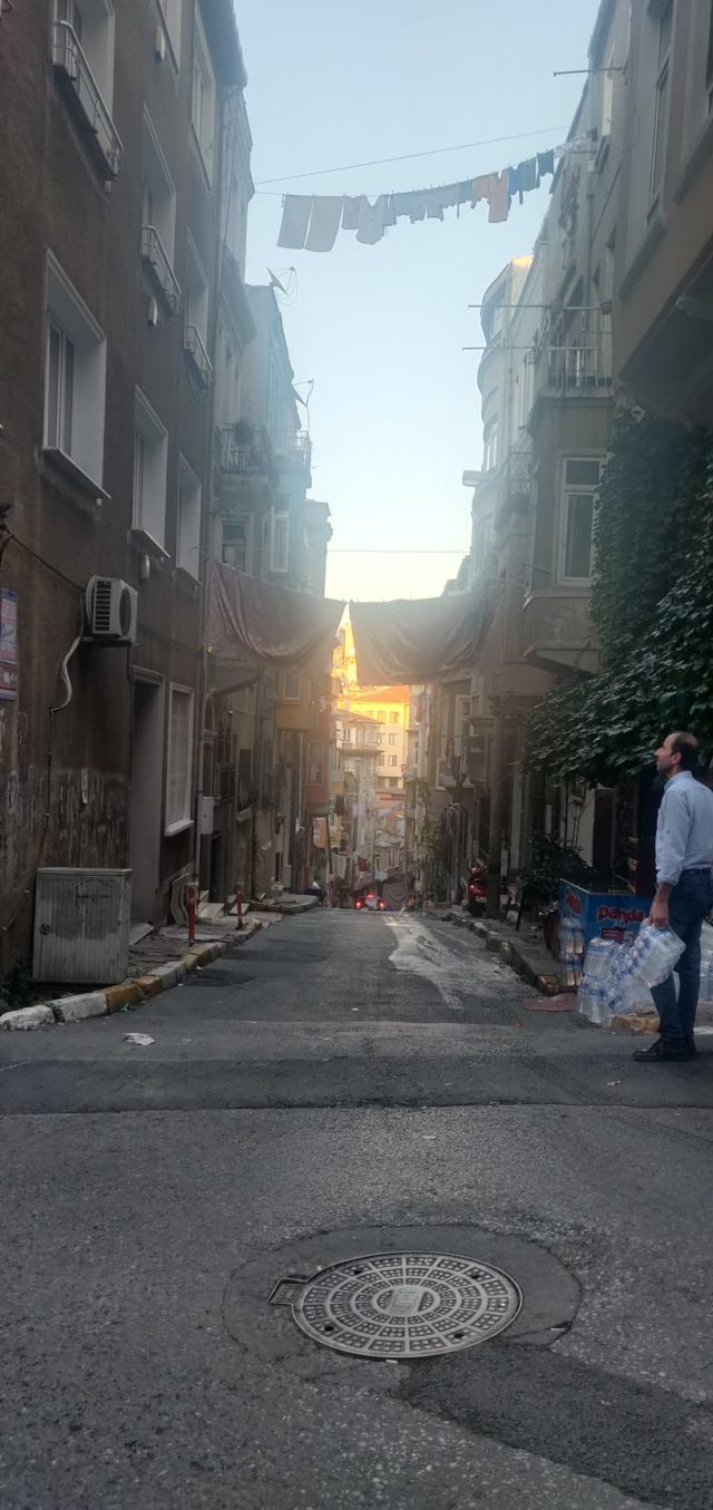 ambiance hlm instanbul linge qui sèche rue