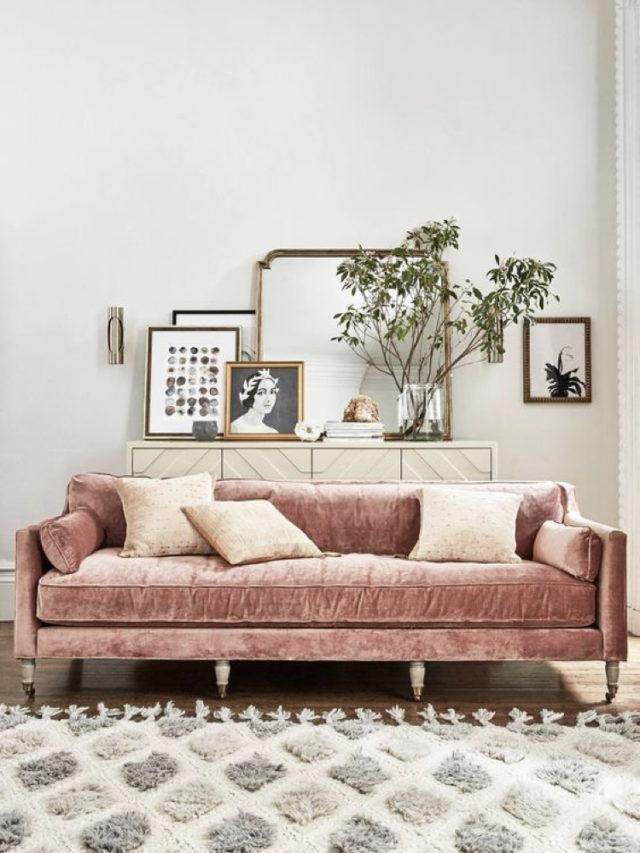 comment utiliser blanc pour decorer salon style modern glam canapé velours rose élégant