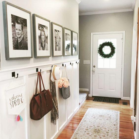 deco couloir entree cadre muraux photos de famille encadrees en noir et blanc