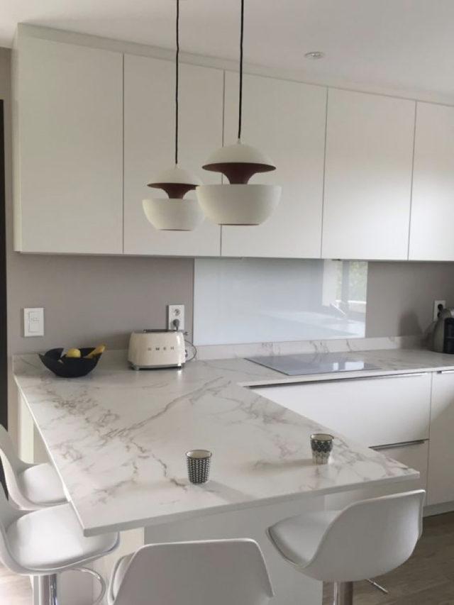 decoration blanc utilisation exemple cuisine moderne et marbre