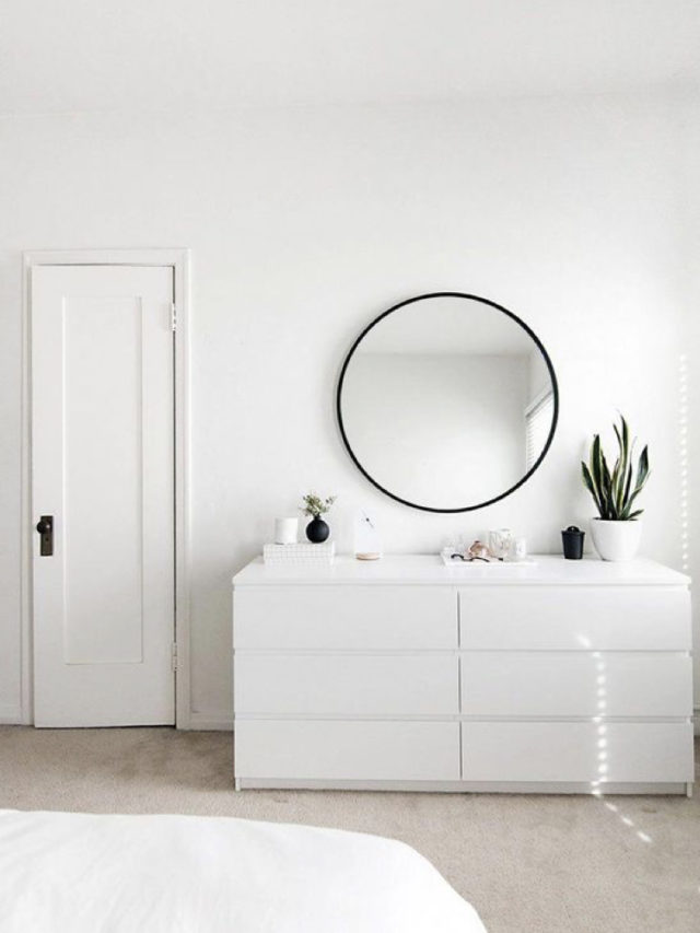 decoration chambre blanche exemple commode et miroir rond moderne