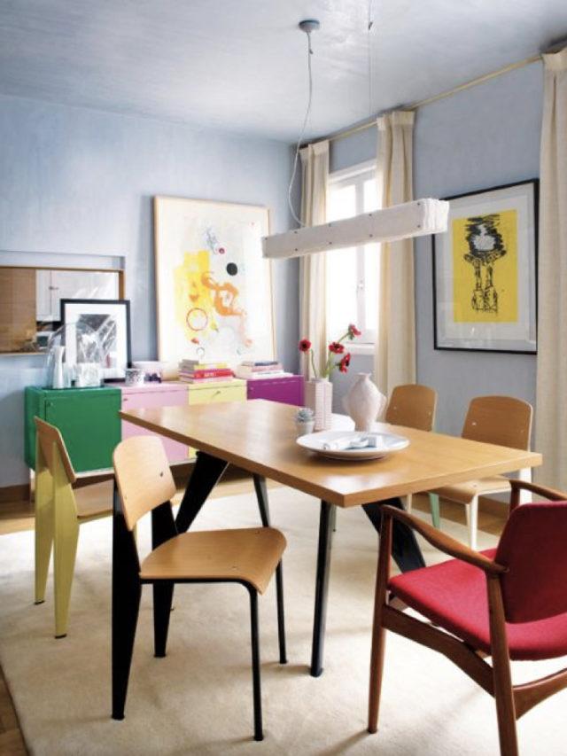 salle a manger style arty exemple chaise design mur bleu claur et illustration jaune