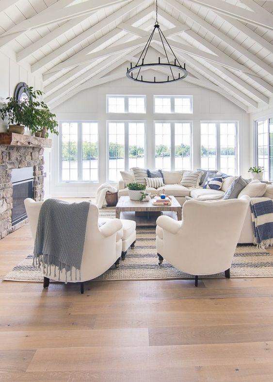 salon blanc style bord de mer exemple lumiere