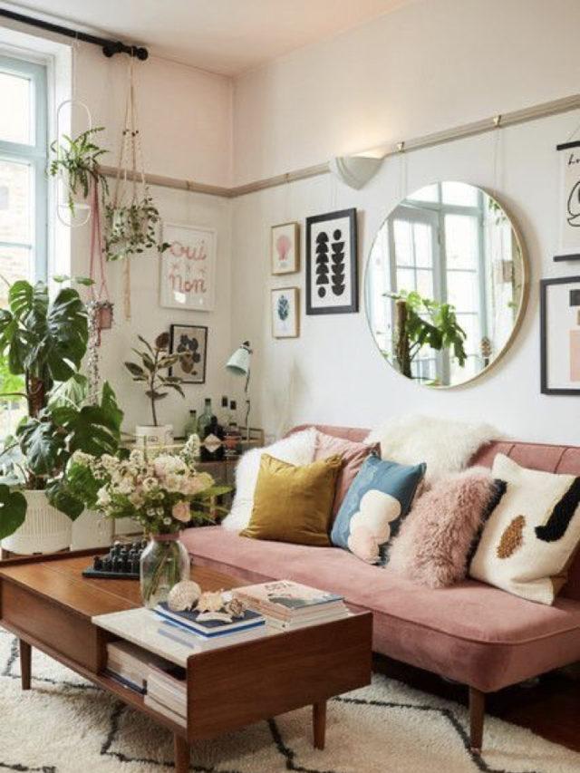 salon lumineux couleur exemple canapé rose venours moderne + miroir rond + plantes