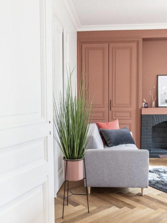 salon lumineux couleur exemple canapé gris clair + peinture murale rose et blanc