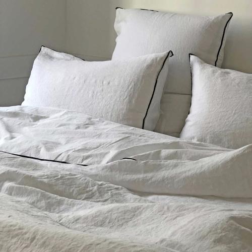 shopping deco chambre blanc linge de lit élégant