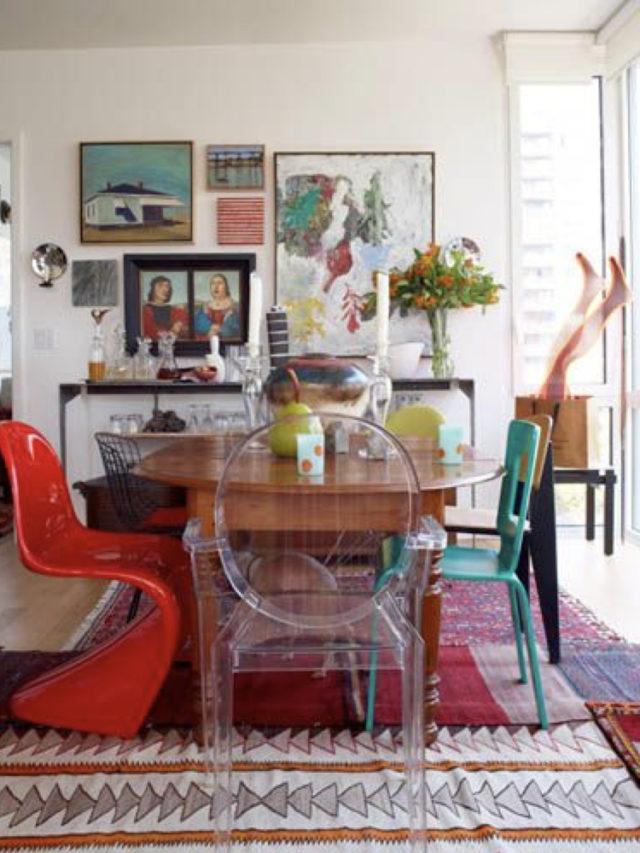 style arty decoration salle a manger oeuvre art chaises design dépareillées tableaux aux mur et table familiale