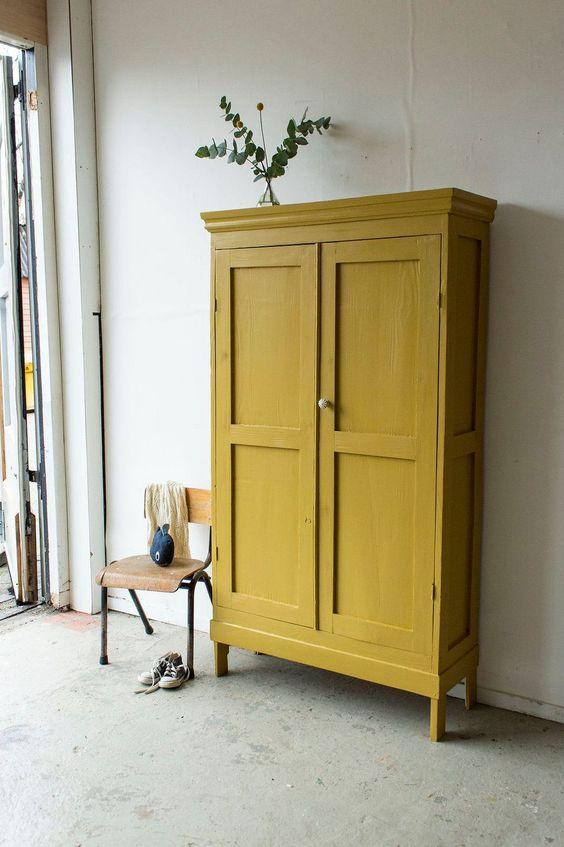 style classique chic armoire parisienne jaune
