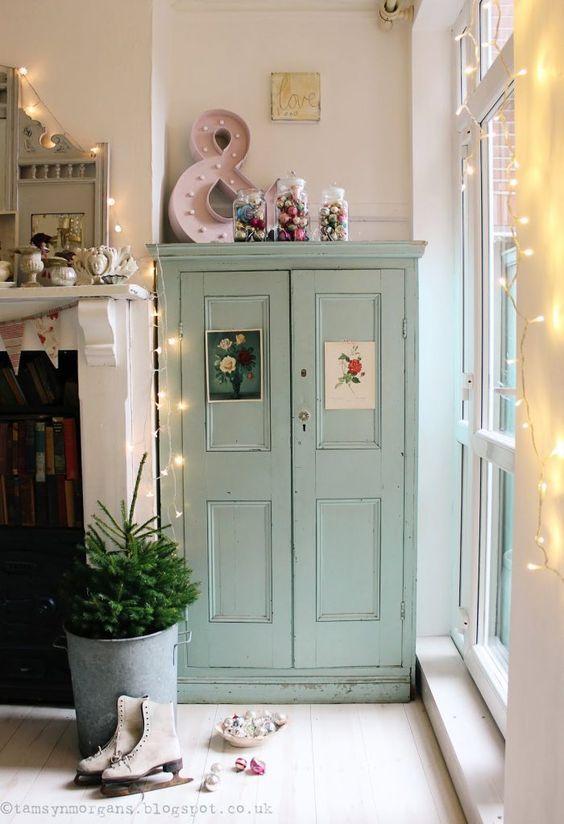 style classique chic armoire parisienne vert céladon