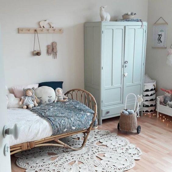 style classique chic armoire parisienne enfant