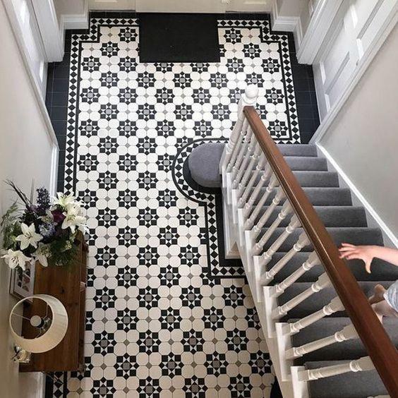 style classique chic carreaux ciment entrée noir et blanc