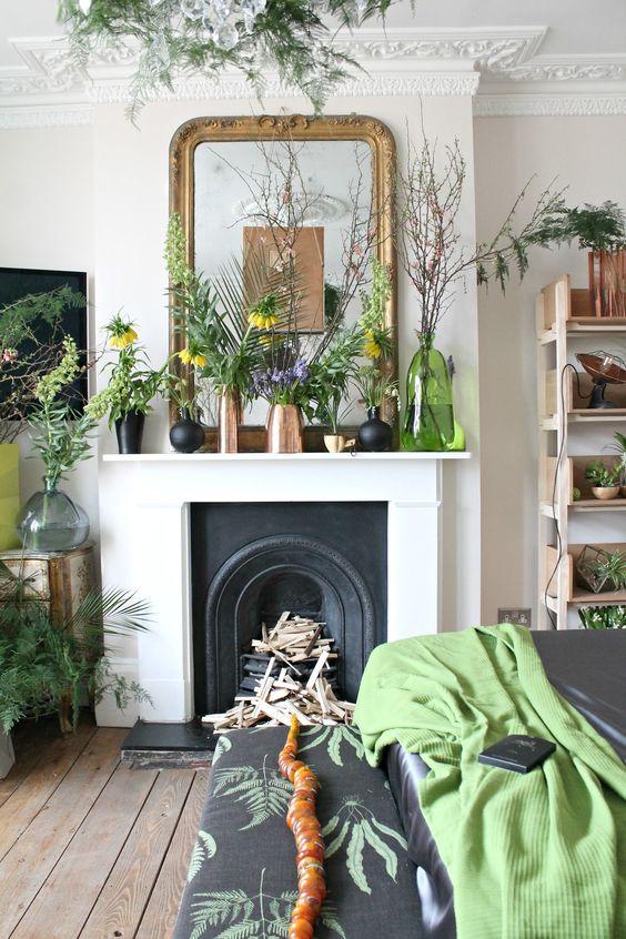 style classique chic cheminee plante et miroir