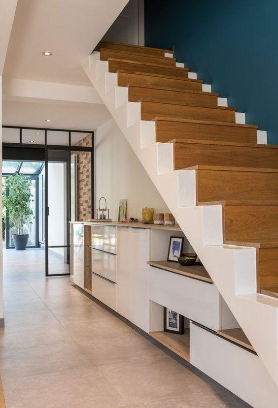 amenagement sous escaliers meuble sur mesure exemple