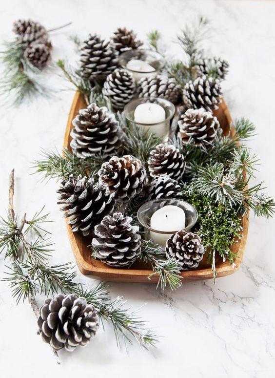 centre table deco noel DIY  corbeille pomme de pin et bougies