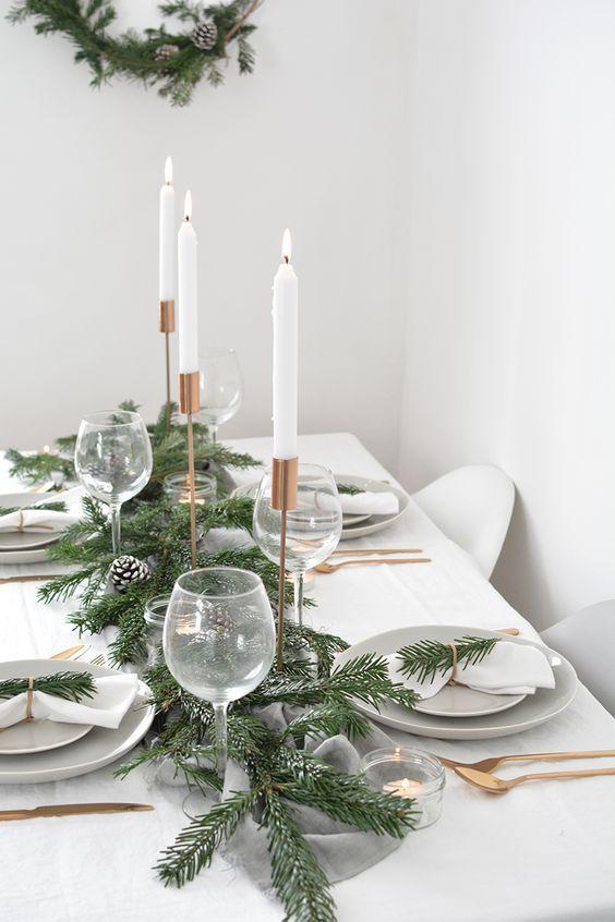 centre table deco noel DIY élégant sapin et bougies blanches