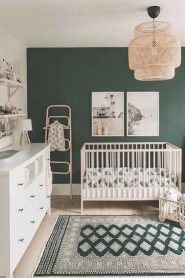 chambre bébé neutre exemple peinture vert sauge mobilier blanc