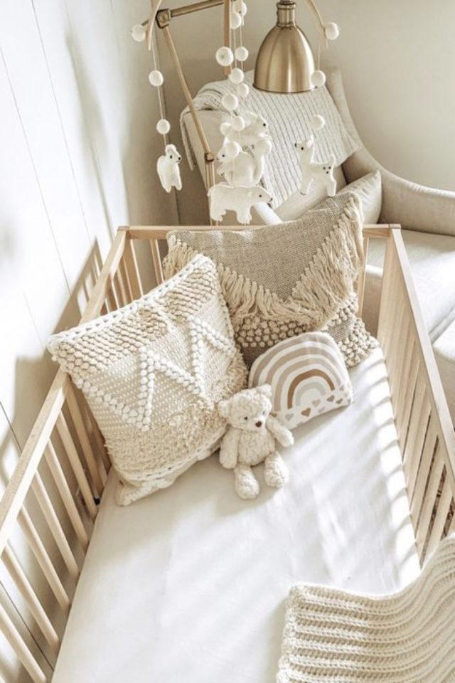 chambre bébé neutre exemple couleur neutre macramé coussin