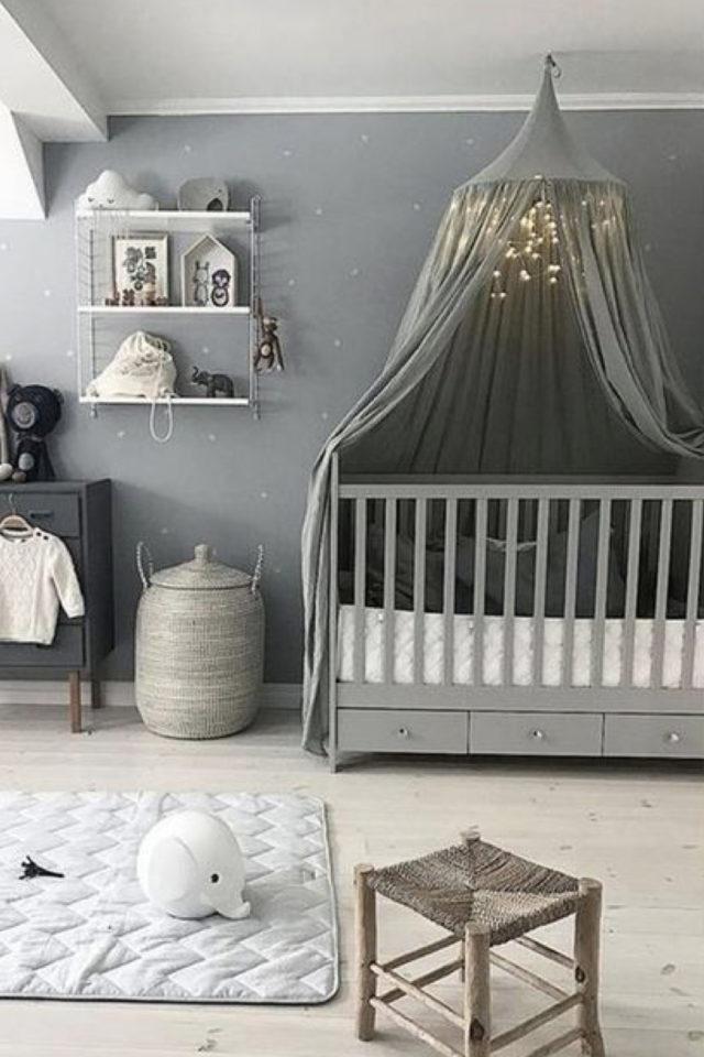 chambre bébé neutre exemple couleur neutre gris ciel de lit