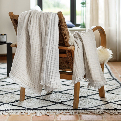 chambre cosy plaid en laine reversible
