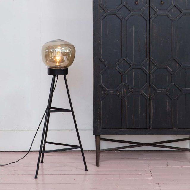 deco pas cher salle a manger petit lampadaire tripode à poser noir moderne