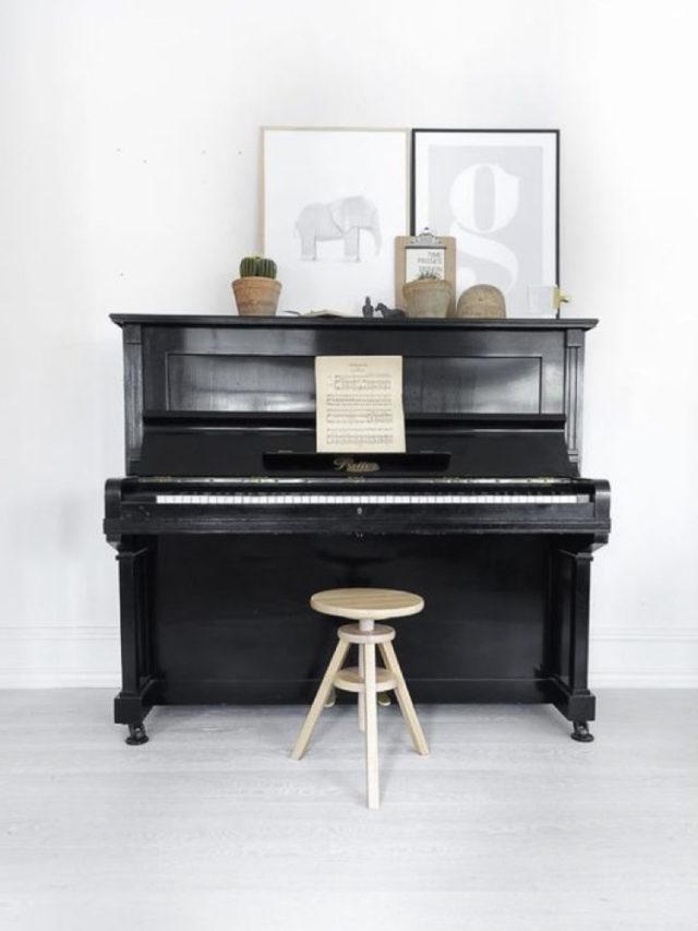 decorer avec piano exemple tabouret industriel cadres et illustrations