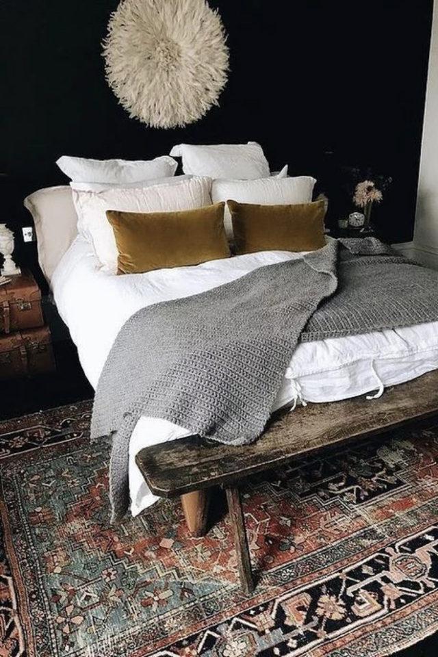 idee a copier deco chambre cosy tapis persan vintage et peinture noire sombre ambiance masculine et suave